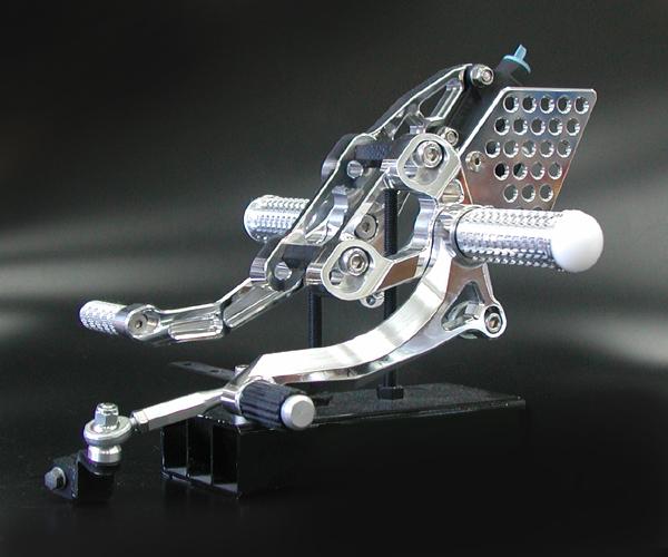 ZRX1100/1200アジャスタブルバックステップ (バフ、シルバーアルマイト)