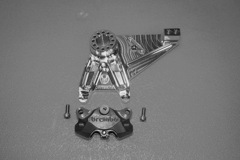 CB1300 '03~(ABS対応)ブレンボカニ削りキャリパー専用ビレットリアブレーキキャリパーブラケット(シルバーアルマイト)