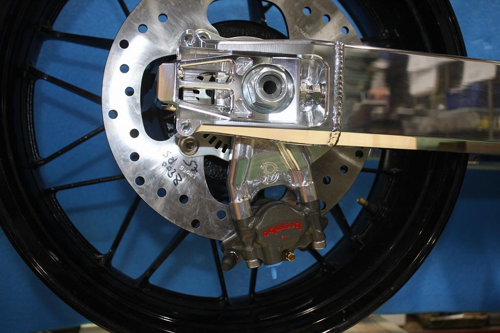 Z900RS ブレンボラジアルキャリパー仕様スイングアーム